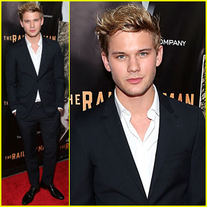 Jeremy Irvine Shows Off New Light Locks at 'The Railway Man' Premiere