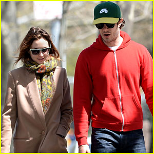 Leighton Meester & Adam Brody Enjoy Married Life in NYC!