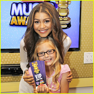 Zendaya Surprises Fan with RDMA Tickets!