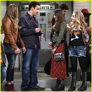 girl meets world trailer Raise your hand if you were tearing up and crying your eyes out during the little boy meets world flashback.