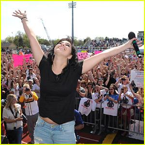 American Idol's Jena Irene Heads Home To Michigan - See The Pics!