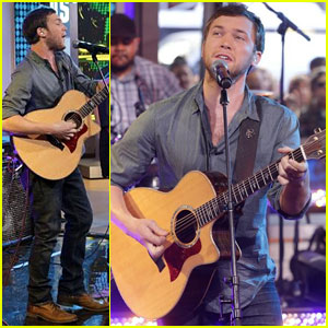 Phillip Phillips Performs 'Raging Fire' & 'Home' on GMA - Watch Now!