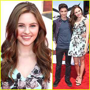 Ella Wahlestedt Debuts Brunette Hair at 'How To Train Your Dragon 2' Premiere