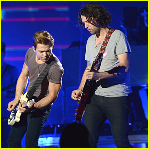 Hunter Hayes Debuts Live Version of 'Flashlight' Ahead of CMT Music Awards