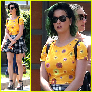 Katy Perry & Kacey Musgraves Duet on 'Follow Your Arrow' - Watch Now!