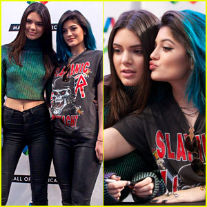 Kendall & Kylie Jenner Take a Selfie While Promoting Their New Book!