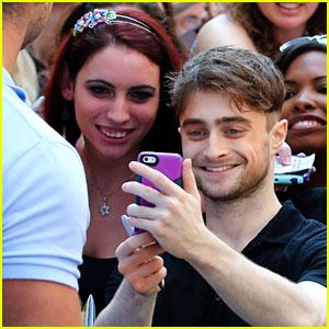Daniel Radcliffe Suprises Fans with a Selfie After Broadway Show!