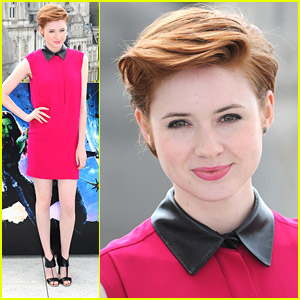 Karen Gillan Paints London Pink For 'Guardi