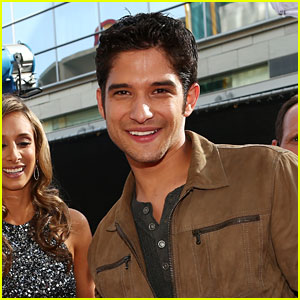 Tyler Posey Hosting the Teen Choice Awards 2014!