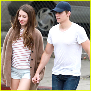 Dave Franco & Alison Brie Keep it Cute By Holding Hands