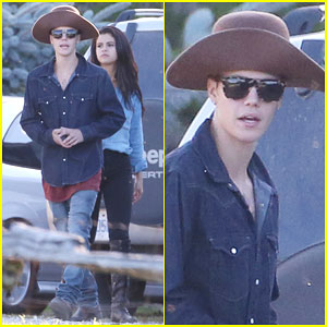 Justin Bieber & Selena Gomez Continue Their 'Peaceful' Vacation!