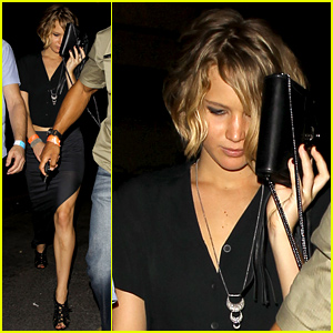 Jennifer Lawrence Quietly Exits Chris Martin's Coldplay Concert (Photos)