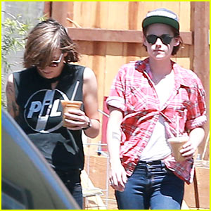 Kristen Stewart & Alicia Cargile Are NOT Dating!