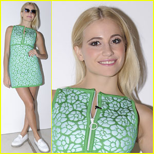 Pixie Lott is Seeing Green at the ISSA Catwalk Show!