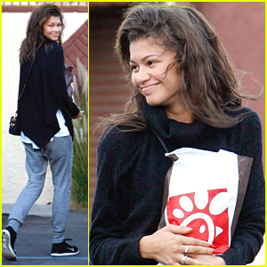 Zendaya Brings More Food To Val Chmerkovskiy & Janel Parrish During DWTS Practice