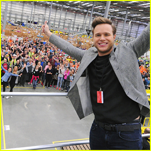 Olly Murs Sang For Amazon's Fulfillment Center in Hempstead & Got Everyone Dancing