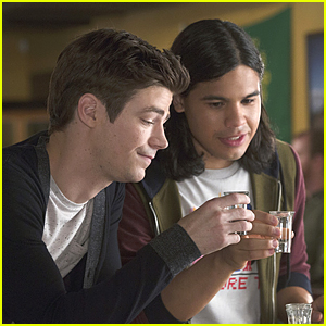 Barry Allen & Cisco Ramon Bar Hop Around On 'The Flash'