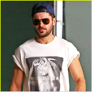 Zac Efron's Muscles Are on Full Display at Lunch!