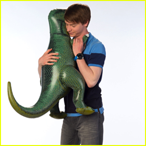 Calum Worthy Celebrated His 24th Birthday Yesterday - See All The Birthday Tweets!