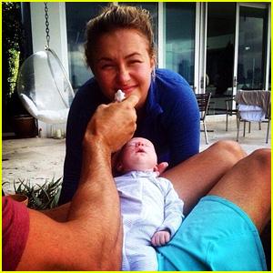 Hayden Panettiere & Wladimir Klitschko's Daughter Kaya Poses for First Selfie!