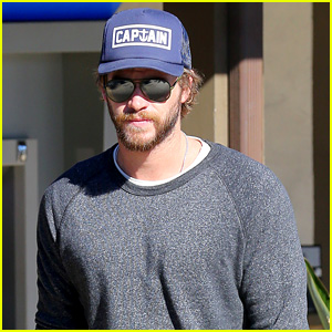 Liam Hemsworth Stops at Malibu Starbucks After Wrapping 'The Dressmaker' in Australia