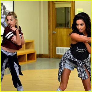 Emily Helps Hanna Prepare for a Pageant on Tonight's 'Pretty Little Liars'