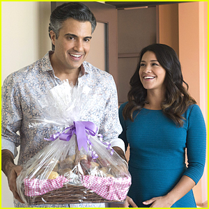 Jane Switches Careers Tonight On 'Jane The Virgin'