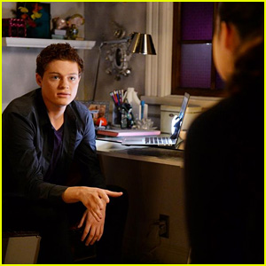 Bay Tries to Talk to Emmett on Tonight's All-New 'Switched at Birth'