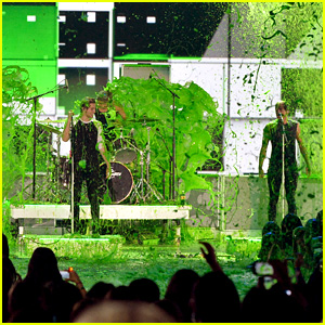 5 Seconds of Summer Rock Out to 'What I Like About You' at Kids' Choice Awards 2015 (Video)