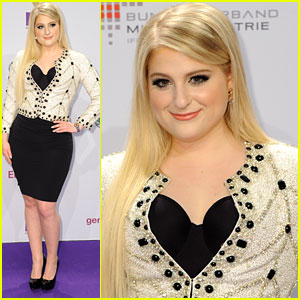 Meghan Trainor Mashes Up 'Lips Are Movin' & 'All About That Bass' For Echo Awards 2015