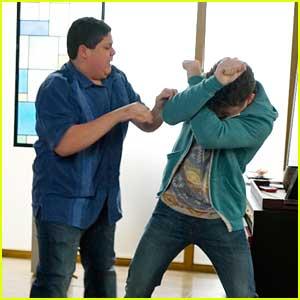Manny & Luke Get Into A Guy Fight On 'Modern Family' Tonight