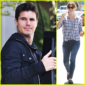 Robbie Amell & Jennifer Garner Have 'Nine Lives'