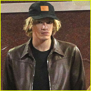 Cody Simpson Grabs Late Night Bite With Friends