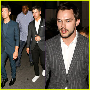Nick & Joe Jonas Attend the Big Fight!