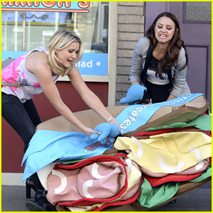 Gabi & Sofia Go After A Sandwich Man On 'Young & Hungry' Tonight