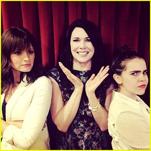 Lauren Graham's TV Daughters Mae Whitman & Alexis Bledel Finally Meet!