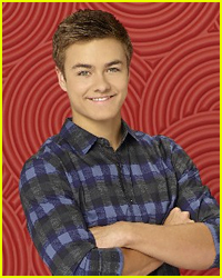 peyton meyer kissing his girlfriend