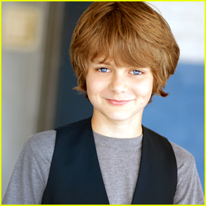 Ty Simpkins Talks Filming 'Jurassic World' & Working With Chris Pratt! (JJJ Interview)