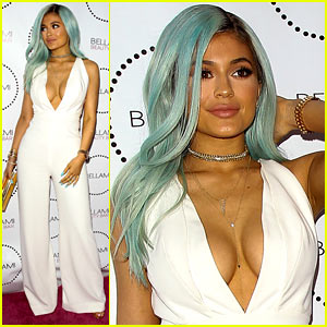 Kylie Jenner Goes Back to Blue Hair!