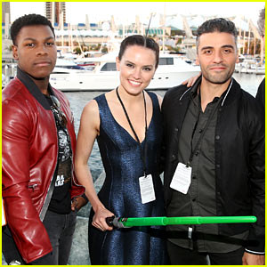 Daisy Ridley & 'Star Wars' Cast Take Over Comic-Con 2015!