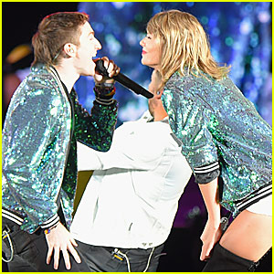 Taylor Swift Sings 'Shut Up and Dance' With Walk the Moon (Video)