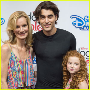 Blake Michael & Francesca Capaldi Meet 'Dog With a Blog' Fans at D23 Expo 2015!