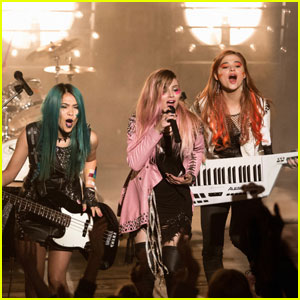 Jem Gets a Solo Contract in New 'Jem and the Holograms' Trailer - Watch Now!