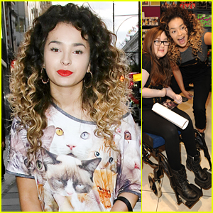 Ella Eyre Snaps Cute Selfies With Fans At 'Feline' Album Signing
