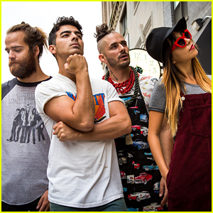 Joe Jonas & DNCE Debut 'Cake by The Ocean' Vid - Watch Here!