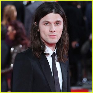 James Bay Ditches His Signature Hat for 'Spectre' London Premiere