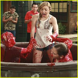 Emma, Lou & Hazel Have A Cranberry Sauce Fight On 'Bunk'D'