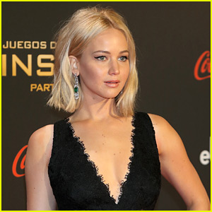 Jennifer Lawrence Falls on the 'Hunger Games' Red Carpet (Video)