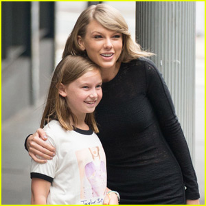 Taylor Swift Stops to Pose With Australian Fan!