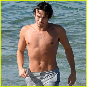 PLL's Tyler Blackburn Shows Off His Shirtless Body in Hawaii!